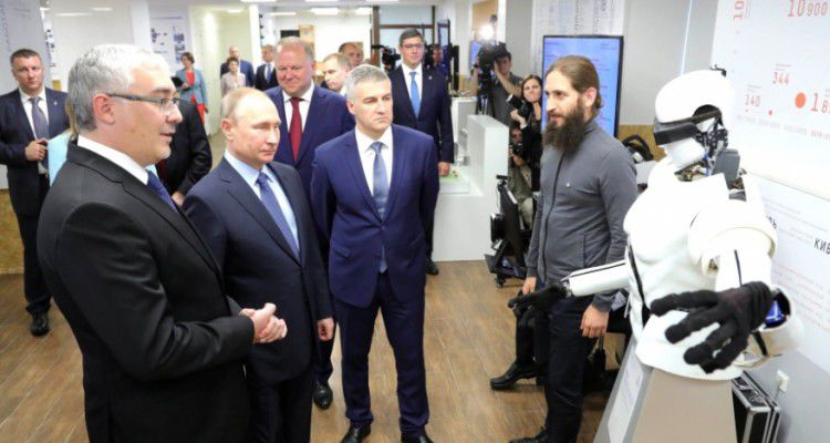 Путин одобрил федеральную программу развития VR и блокчейн-технологий