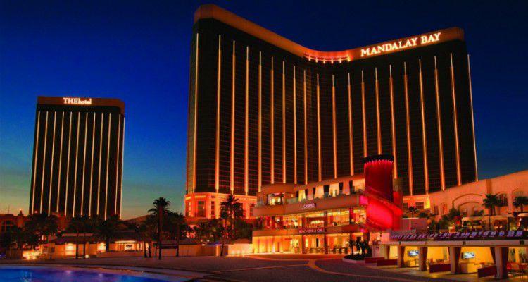 В отеле-казино Лас-Вегаса Mandalay Bay погибло более 50 человек в результате стрельбы