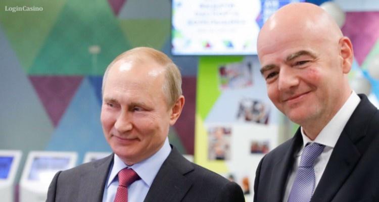 Главы РФ и ФИФА получили паспорта болельщиков