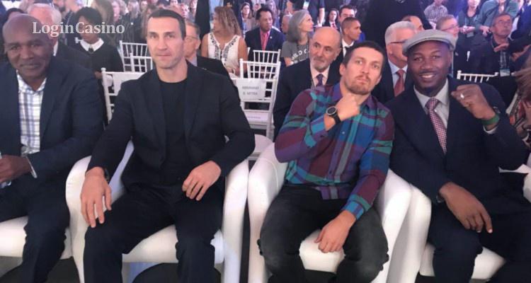 Усик встретился с Кличко и Льюисом на конференции WBC