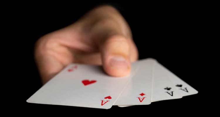 количество участников, играющих в карты на деньги, сократилось на 7%