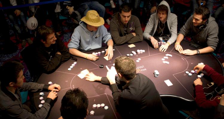 Какой покер играют в казино игровой автомат лягушка казино вулкан