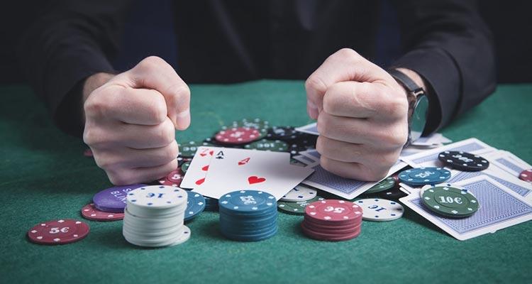 существует четкая связь между азартными играми и проблемами психического здоровья